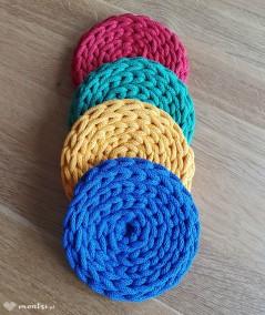 Kolorowe podkładki pod kubek o średnicy 13 cm wykonane ręcznie ze sznurka