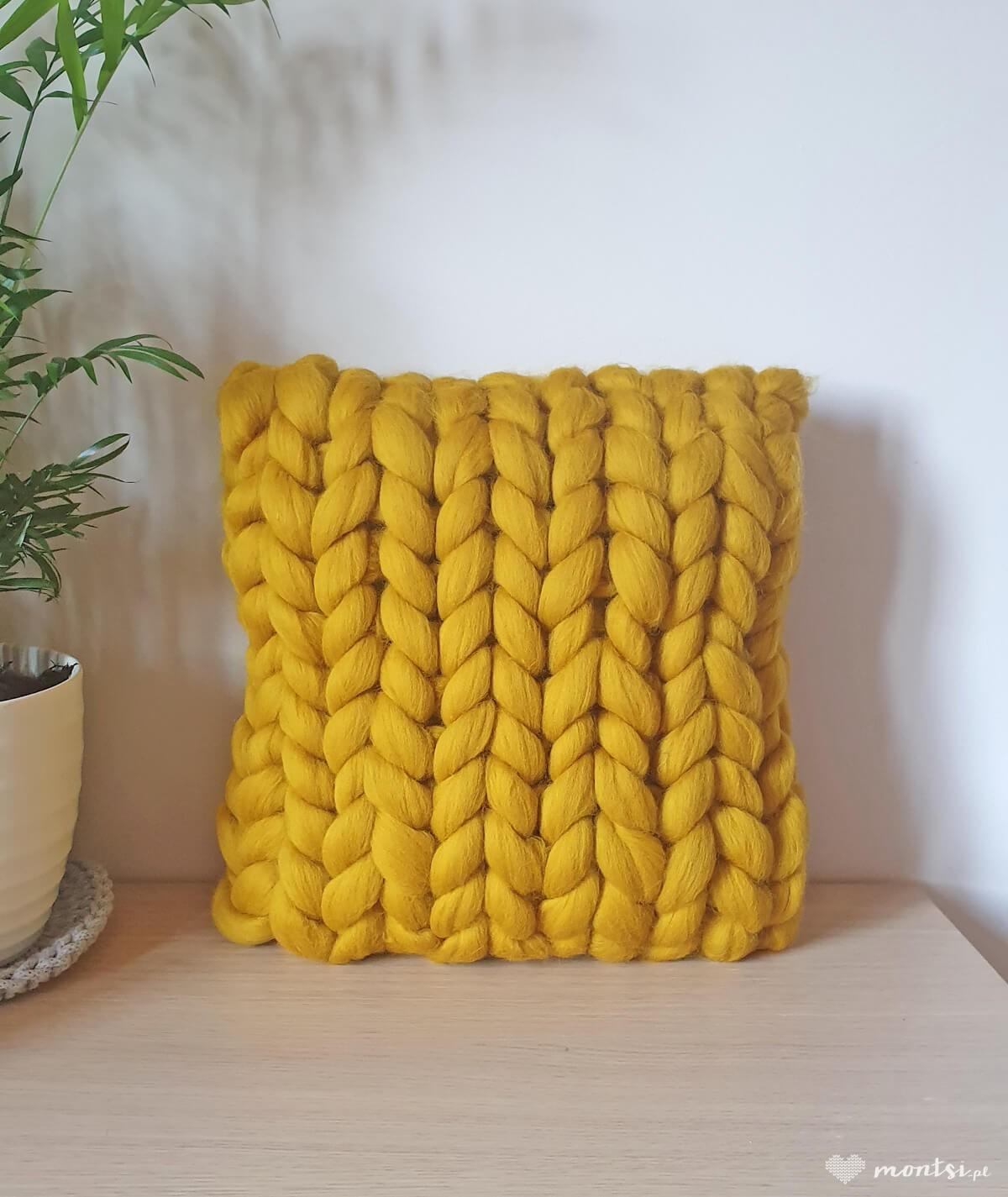 MrBulky poduszka ozdobna z czesanki - żółta tabaka