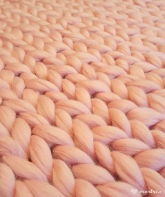 MrBulky koc z wełny czesankowej - kolor jasny różowy