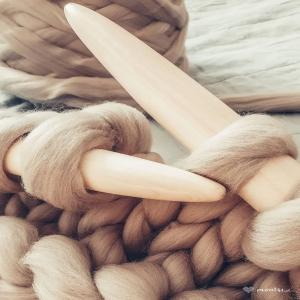 Czesanka i druty XXL zawsze wróżą dobre rzeczy ~ koc MrBulky  #mrbulky #bulkyyarn #bulkyblanket #czesankapolska #knittingaddict #knittedblanket #greyblanket #homedecor #handmade #montsicrafts #bigneedleknitting