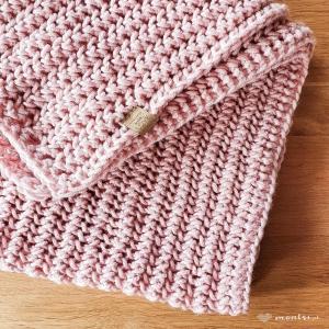 Jeszcze zimno. Pledy i koce jeszcze potrzebne. Gdzie ta wiosna ~ Asmi na różowo  #kocnadrutach #pled #koc #zimno #recznierobione #handcrafted #handknitted #handmade #montsicrafts #knittinginspiration #knittingaddict #yarnlove #yarnaddict #pink #spring #knittedblanket #itscoldoutside