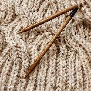 Kto lubi dziergać nieustannie? :) To jest jakieś uzależnienie 🙃 Miłego wieczoru!  #knittingaddict #knittinglove #knittstagram #knitaddicted #bestjobever #knittstagram #sciegangielski #cableknitting #knittingneedles #lykkeneedles #lykke #iloveblankets #yarn #yarnart #tweed #evening #hobby #homedecoration